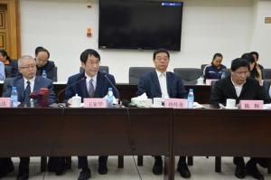 中国矿联常务副会长王家华主持座谈会