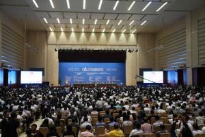 国土资源部副部长曹卫星主持大会开幕式