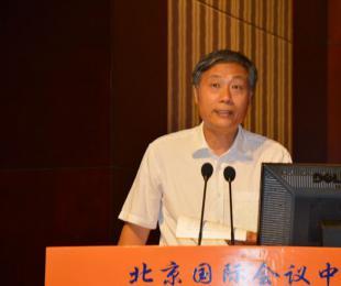 中国矿业联合会会长、党委书记彭齐鸣主持会议并代表主办单位致欢迎词